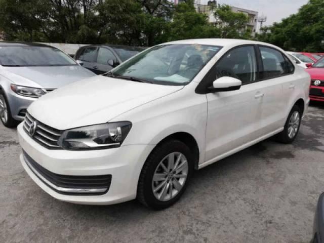 Volkswagen Vento 4p Confortline L4/1.6 Man Sedán gasolina Delantera $205.500