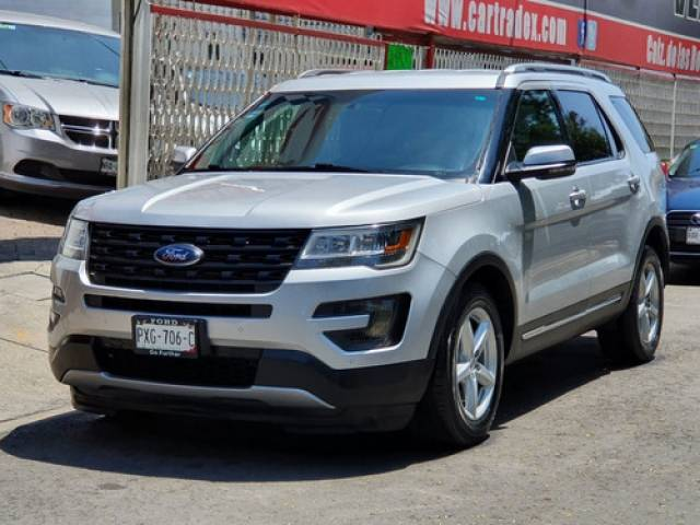 Ford Explorer 3.5 Xlt Piel At SUV automático 52.000 kilómetros Tlalpan